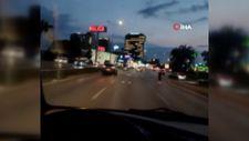Bursa'da hızlı trafiğe aldırış etmeyen gençler yola atladı