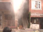 Küçükçekmece'deki yangında komşusunu kurtarırken yandı