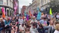 Londra'da Extinction Rebellion üyelerinden çevre protestosu