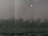 New York'taki One World Trade Center'a yıldırım düştü