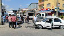 Sakarya'da sanayide iki otomobil çarpıştı