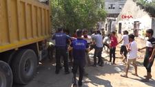 Antalya'da mahalleye çöp yığdılar, ekiplere taş ve sopa ile saldırdılar