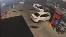 Ankara'da hakimiyetini kaybeden sürücü benzinlikte duran ATM'lere girdi