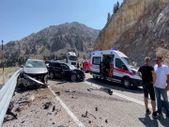 Antalya'da 3 otomobil çarpıştı: 4 yaralı
