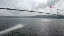 Motokros efsanesi Robbie Maddison, İstanbul Boğazı'nı su üstünde geçti