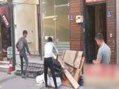 Çanakkale'de CHP ilçe başkanlığı binasının tadilatında Afgan işçiler çalışıyor