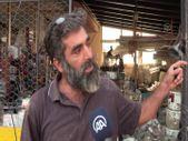 Kastamonu'da dükkanındaki binlerce malzemeyi tek tek yıkayarak selin izlerini silmeye çalışıyor