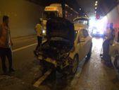Kocaeli TEM'deki kazada yanan araçtan son anda kurtuldular