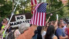 New York'ta aşı karşıtı protesto