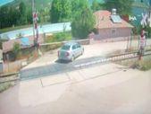 Amasya'da bir otomobil, trenin altında kalmaktan son anda kurtuldu