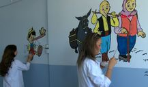 Manisa'da öğretmenler okulun duvarlarını süsledi