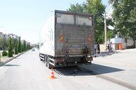 Elazığ'da kamyonun altına kalan bisikletli hayatını kaybetti