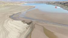 Sivas'ta suların çekildiği Kılıçkaya barajı alarm veriyor