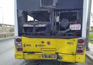 Avcılar'da, hafriyat kamyonu İETT otobüsüne çarptı
