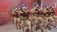 Bolu'daki kutlamalarda komandolar marşlarla yürüdü