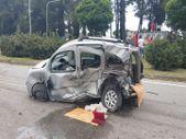 Samsun'da lüks otomobil hafif ticari araca çarptı