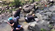 Kars'ta köylülerin düşe kalka balık avı