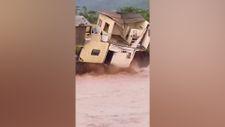 Meksika'nın tatil beldesini sel vurdu