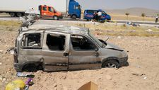 Aksaray'da hafif ticari araç atarak tarlaya yuvarlandı