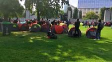 Göçmenler, Paris Valiliği önünde çadır kurdu