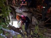 Karabük'te itfaiyeciler yavru köpekleri kurtarmak için uğraştı