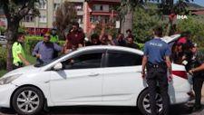 Kocaeli'de, otomobilden 6 kaçak göçmen çıktı