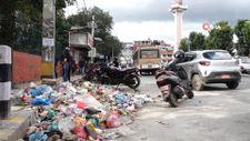 Nepal Katmandu sokakları çöp yığınlarıyla doldu