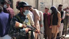 Afganistan'da banka önlerinde uzun kuyruklar oluştu