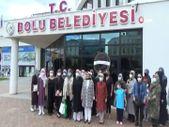 Bolu'da kadınlardan Başkan Özcan'a siyah çelenkli protesto