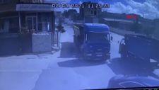 Esenyurt'ta hafriyat kamyonu 2 otomobile çarptı