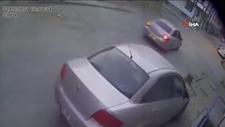 Arnavutköy'de önce otomobile sonra bahçe duvarına çarptı