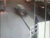 Bursa'da polisten kaçan 2 kişi araçla servis bekleyen kadına çarptı