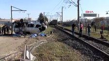 Tekirdağ'da hemzemin geçitte yük treni işçi servisine çarptı