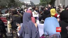 Afganistan'da kadınların protestosuna Taliban'dan müdahale