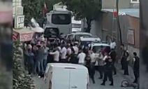 Arnavutköy'de silahlı saldırı sonrası mahalle kavgası kamerada