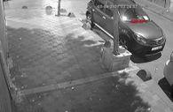 Esenler'de rastgele açılan ateşle, park halindeki araçlar kurşunlandı