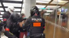 Fransa'da aşısız AVM'ye giren kişiye onlarca polis müdahale etti