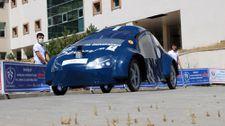 Yozgat'ta üniversiteliler trafik levhası okuyabilen sürücüsüz araç tasarladı
