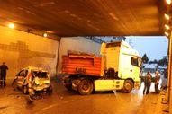 Kocaeli'de yağmurdan etkilenen 16 araç birbirine girdi: 4 yaralı