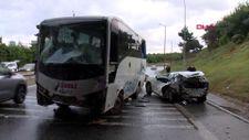 Ümraniye'de servis midibüsü otomobile çarptı: 1'i ağır 6 yaralı