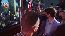 Kanada Başbakanı Trudeau'yu taşladılar