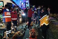 Van'da kaçak göçmenlerin olduğu minibüs devrildi