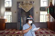Bitlis'te kadın sağlıkçı, camiden aşı anonsu yaptı