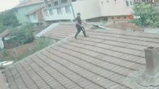 Bursa'da çatıdan eve girerek husumetlisinin eşini darp etti