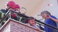 Kocaeli'de kafası demir parmaklıklara sıkışan çocuğu, itfaiye ekipleri kurtardı