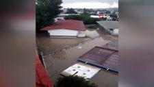 Meksika'da hastaneyi su bastı