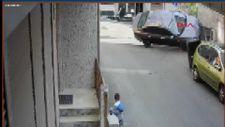 Şişli'de çöp atan kişiye otomobil çarptı