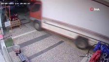 Antalya'da freni boşalan kamyon, facianın eşiğinden döndü