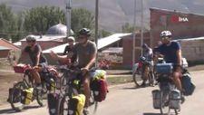 Fransa'dan dünya turuna çıkan bisikletli grup, Bayburt'a gitti