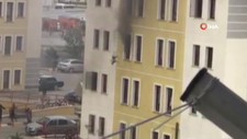 Afyonkarahisar'da bir sitede çıkan yangında, vatandaşlar camdan atladı